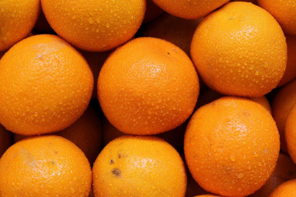 stack-of-ripe-oranges